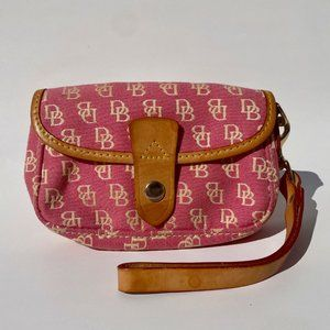 Dooney & Bourke flap wristlet signature pink